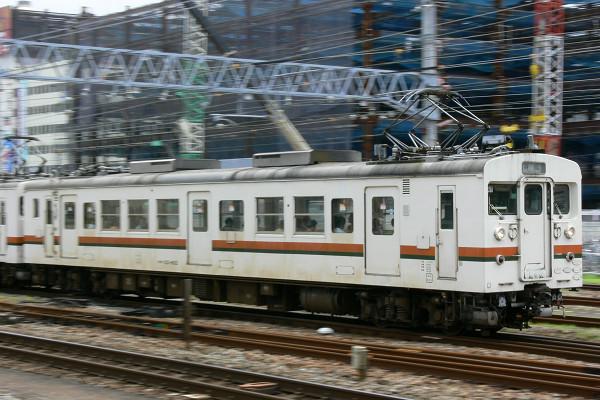 エンジン音唸らせ、沼津駅を ...